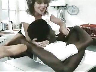 Negro flexible se quiere chupar la verga