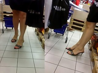 Candid Mature Feet in Pumps