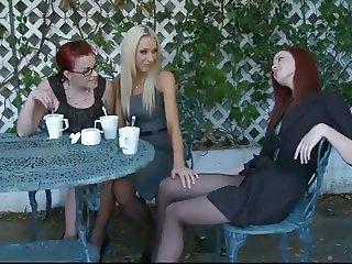 3 lesbians seduce each other