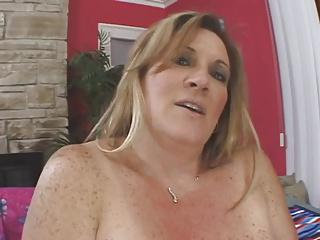 bbw mature blonde masturbating her honey cunt