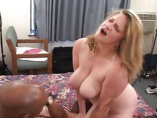 Raunchy Roxie Interracial Threesome (AMAZING!!!) 2