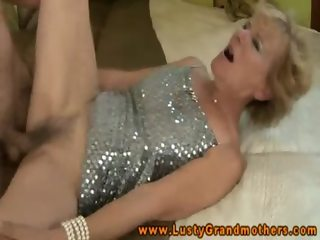 Amateur old granma gets fucked