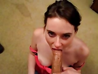 Cute Teen Giving a Sensual Deepthroat