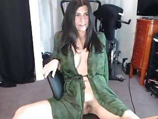 innocent latina spreads her legs