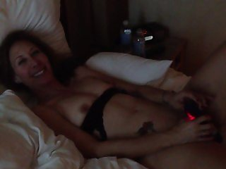Laurie, a sexy Jewish MILF alsberg plays with her special friend - Neil