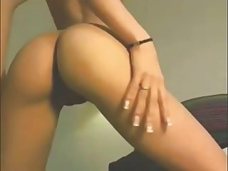 Dance! Epic girl drives men crazy dancing on webcam!