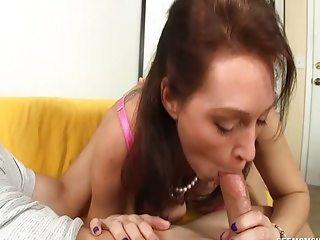 Experienced Lady Blowjob