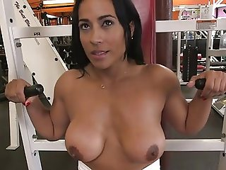 FITNESS MOM GETS WORKED IN THEGYM!!!!