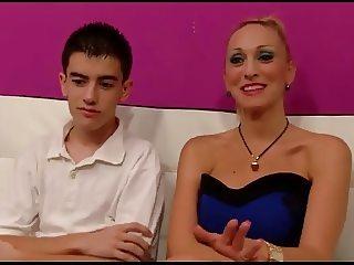 Madura y joven (+18)