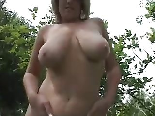 Mom with ultra-saggy tits & shaved cunt