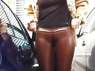 Flashing in Latex Cameltoe Spandex
