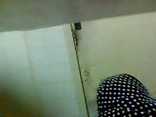 hijab upskirt ass toilette (wc) spy