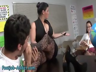 Fetish threesome feet sucked