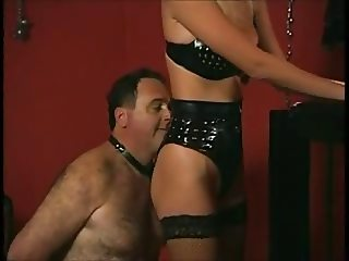Femdom Mistress in leather