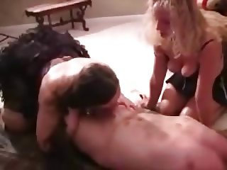 Mature BBW's give blowjob with lipstick on