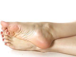 POSING FEET N SOLES
