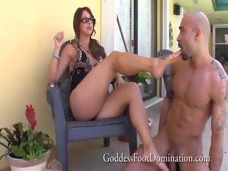 Handyman gets bosses wifes feet