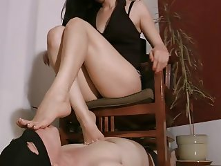 Under Goddess Leyla's feet