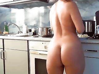 housewife kooking nude