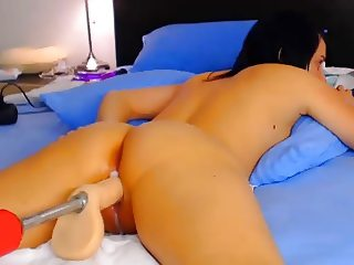 Pussy fucked raw by machine on webcam