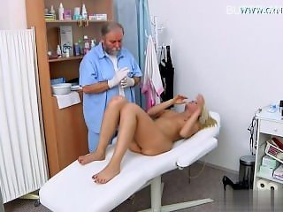 Horny wife brutal facefuck