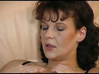 Saskia the horny housewife