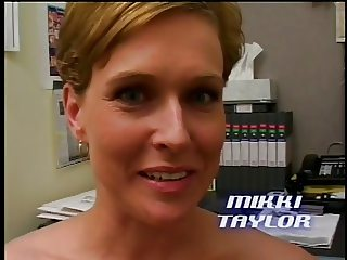 Milf gives blowjob, facial
