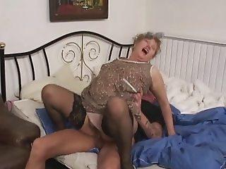 Смотри видео с бабушками, старухами онлайн.