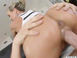 Big butt MILF Brandi Love rides huge cock PAWG