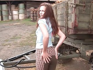 Farmers Daughter inserting a big Dildo