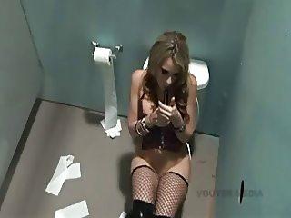 Toilette Bitch