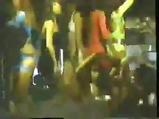 90s japanese girls dancing in club