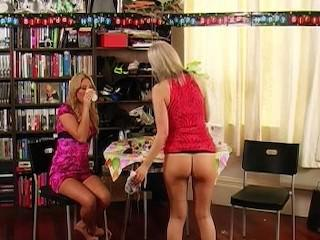 natalia and faye hav a peeing party