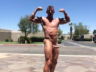 Muscle Daddy Outdoor Flexing, Jerking Off & Cum