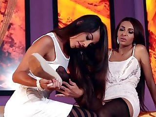 Delicious Women With Delicious Feet - HOS