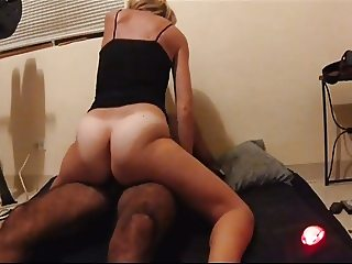 Hairy amateur peluda housewife grinds big white ass cums
