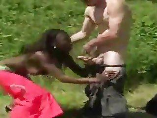 africaine de 19 ans  prend une longue bite blanche