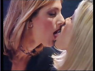 LINDA KISS in L'Idolo Del Piacere