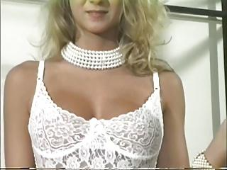 Blonde slut in lingerie show her nice body