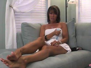 Erotic Nikki Sexy Tanned MILF Legs & Feet