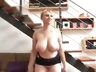 Lucy Rose Gives Her Huge Boobs A Workout