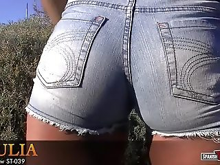 Julia's cameltoe in tight jean-shorts
