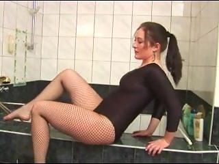 Гимнастка лижет свою пизду порно160