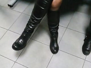 Spy nice leather boots at the doctor