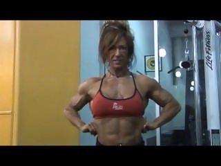 Mature Fbb posing and flexing her sexy Muscles