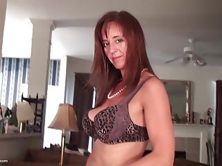 Real mature mother with wet juicy old pussy