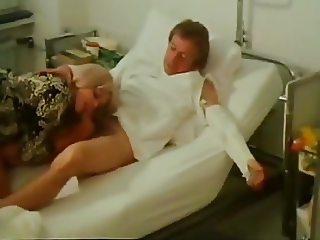 Uschi Stiegelmaier & C.Szenetra - Frivoler Patientenbesuch