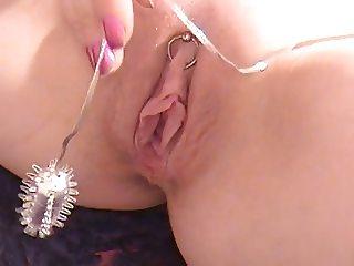 Slut using her vibrator to fuck