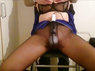 Magic wand and pantyhose make a orgasm