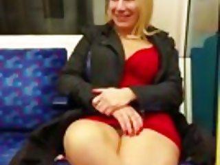 Exhibe dans le metro